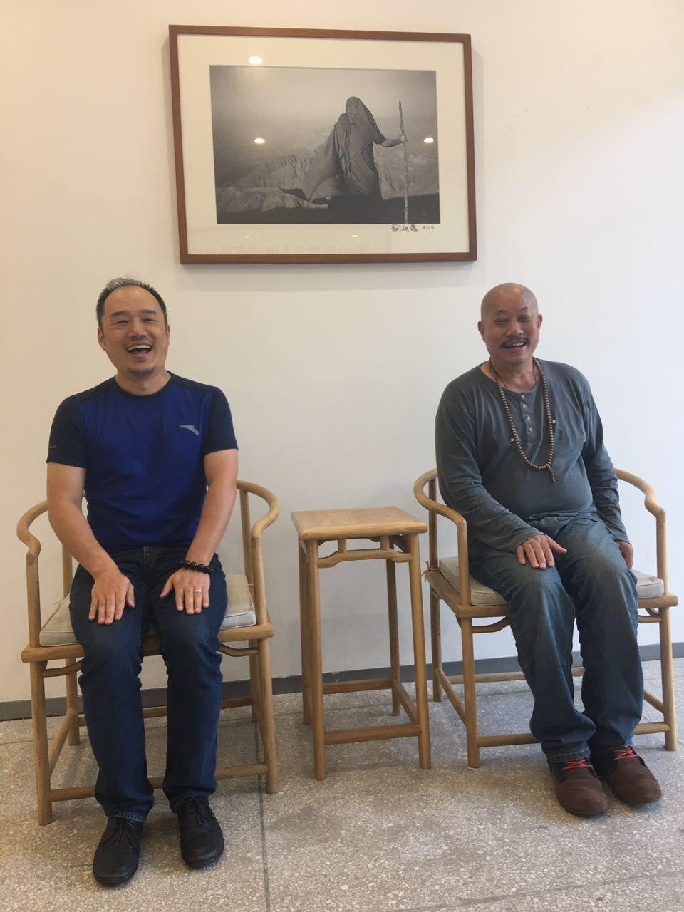 公司老毅和著名摄影家杨延康合影